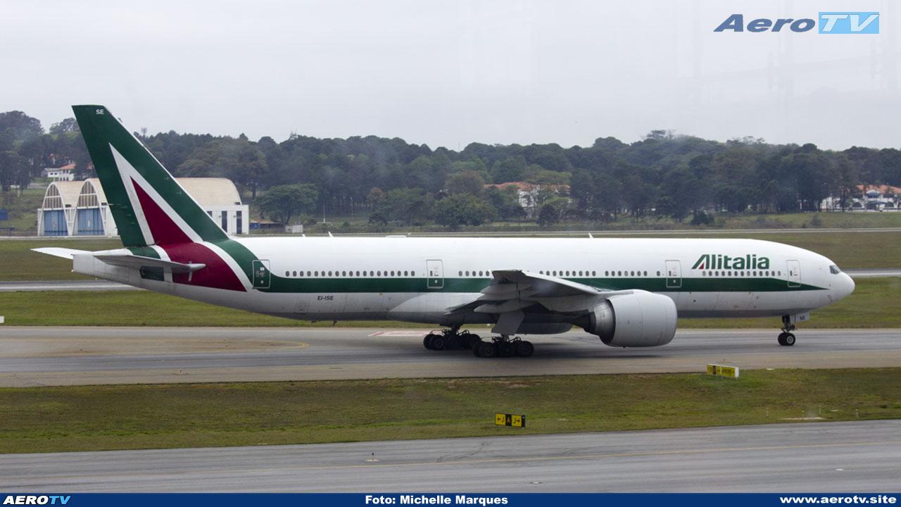 AeroTV - Alitalia Boeing 777 243(ER) matrícula EI ISE em Guarulho