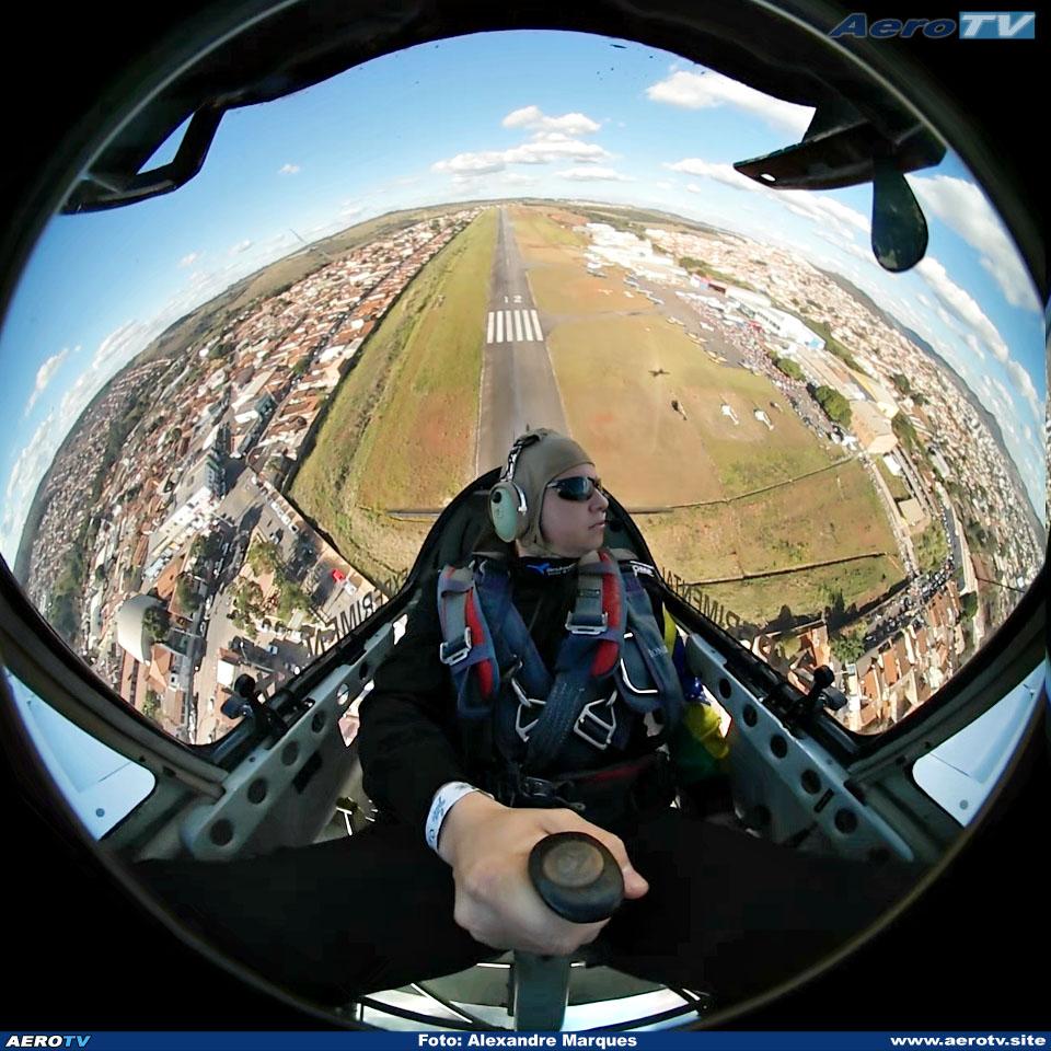 AeroTV - Sukhoi SU 26MX PT ZSZ no Aerorock 2017