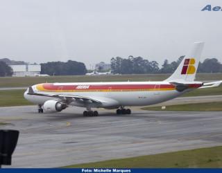 AeroTv - Airbus A330 da Iberia EC LUX em Guarulhos SP
