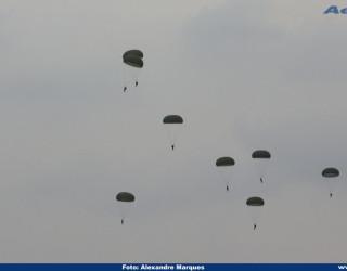 AeroTv - Paraquedistas do Exército nos Afonsos RJ