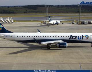 AeroTv - Embraer ERJ-195 matrícula PR-AXU da Azul