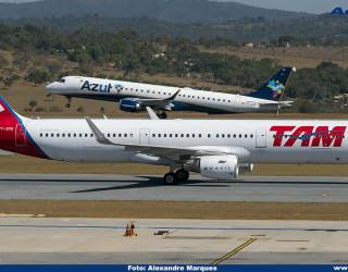 AeroTv - Airbus A321 da Tam PT-XPE